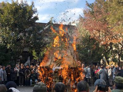 鳥越神社のとんど焼き